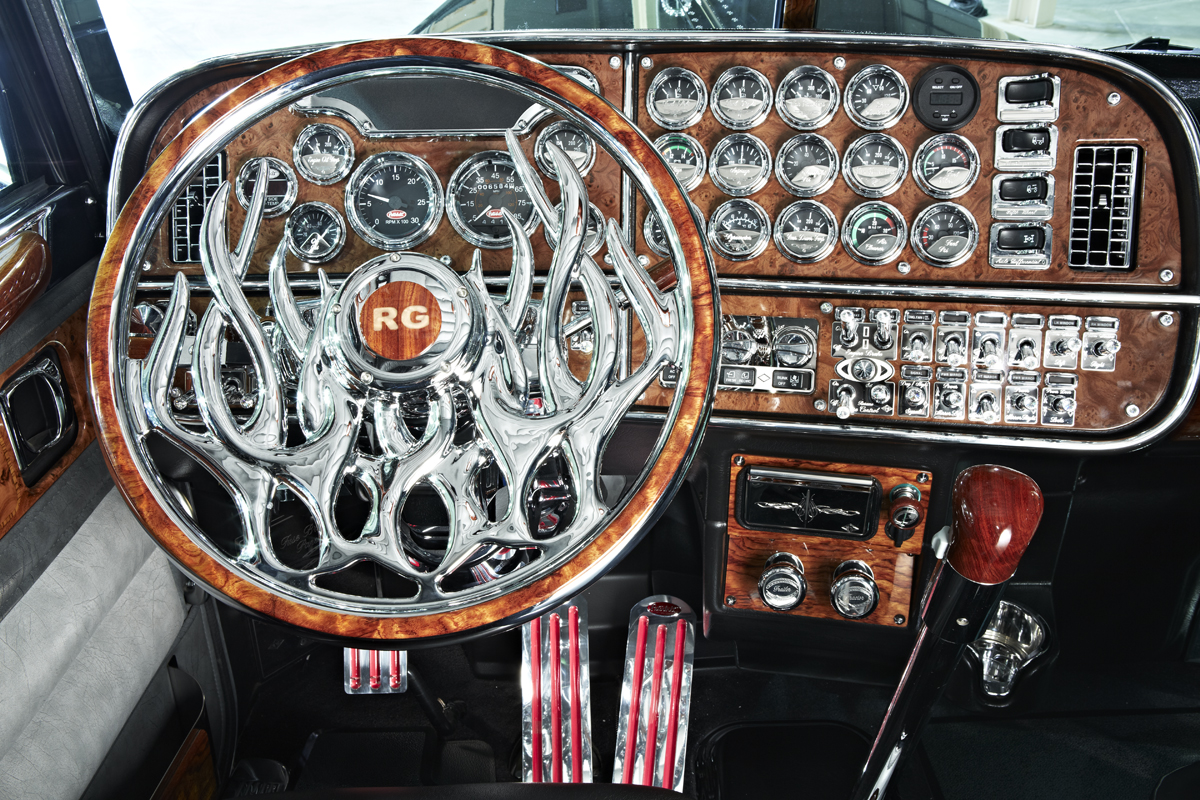 Welcome to the show 2014 photos - Peterbilt 379 interior accessories ...